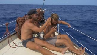 Haare schneiden auf dem Vorschiff
