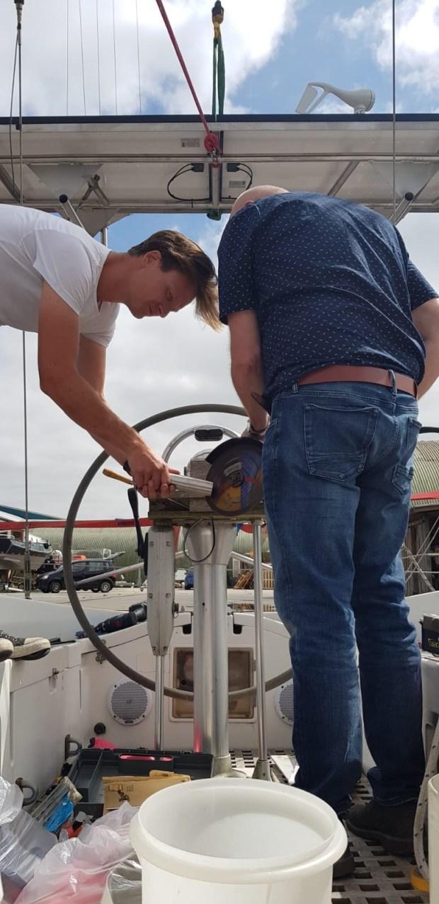 Rvs console installatie zeilen wind generator zonnepanelen stroom aan boord varen