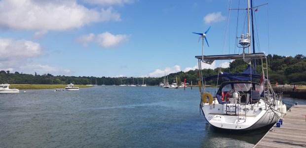 Zeilen regen engeland weymouth varen wereld reis kinderen vertrekkers rond avontuur