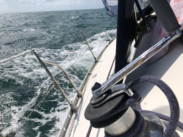 Zeilen engeland varen boot vertrekken spanje biskaje kinderen zee wind zon