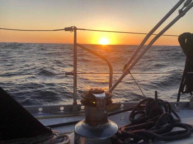 Zeilen varen vertrekken wereld rond reizen boot keven portugal lissabon anker bezoeken vrienden zwemmen zonsondergang