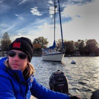 We picked up a mooring because we wanted wi-fi, showers, and bikes. Also, it was easy and we were tired…