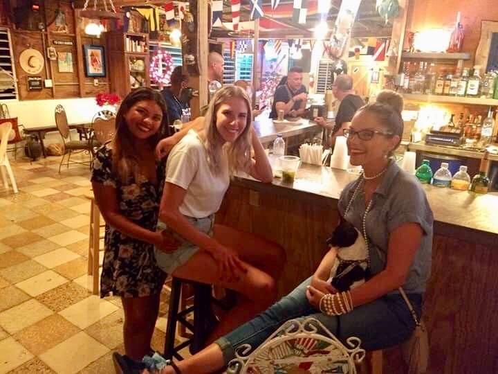Marina Pescaderia la bodeguita girls at bar