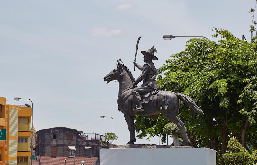 Taksin Statue
