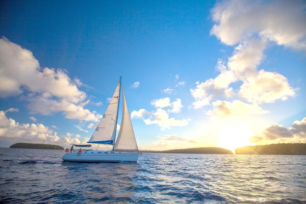Sailing-in-Tonga