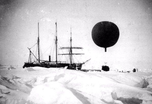 Корабль Gauss в Антарктиде
