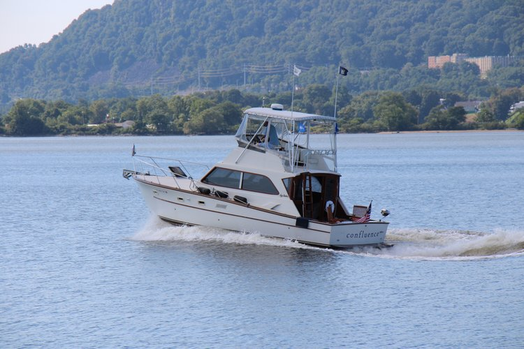 Rent A Chris Craft Launch 28 28 Motorboat In Glen Cove