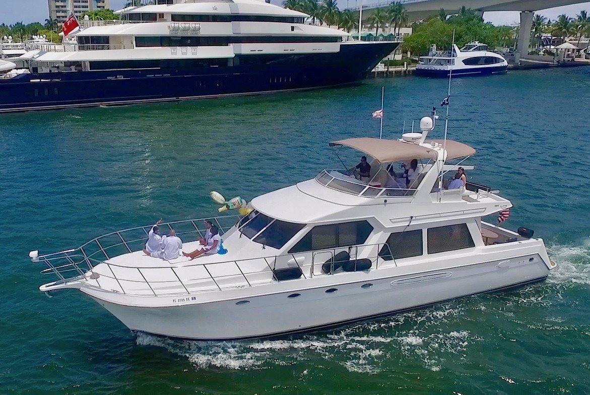 Navigator Flybridge 9189 Luxury Motor Boat Rental Fort