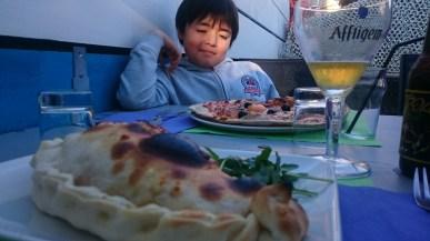 Une grande pizza pour le petit
