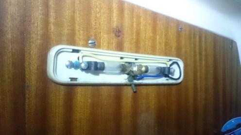 Au programme du soir : remplacer ces lampes navettes d'époque
