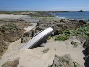 Un bateau a rompu ses amarres quelques jours plus tôt, ça fait mal pour lui ! (photo courtesy of Patrice)
