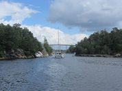 Following a catamaran in the narrow passages between Gamle Hellesund and Lillesand
