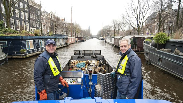 Waternet Amsterdam canal cleaning - picture Femmy Weijs
