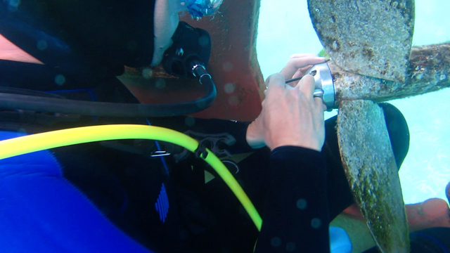 Underwater anode replacement