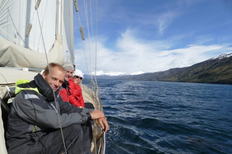Sailing to the glaciers