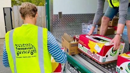 Floris helps unloading rescued food