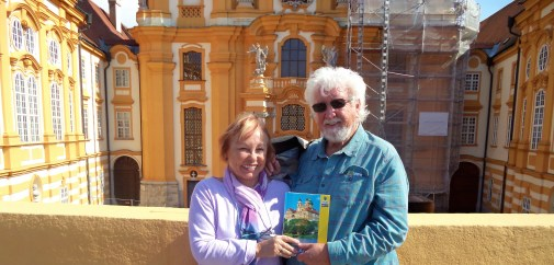 dsc00798-lois-and-gunter-with-their-souvenir-book
