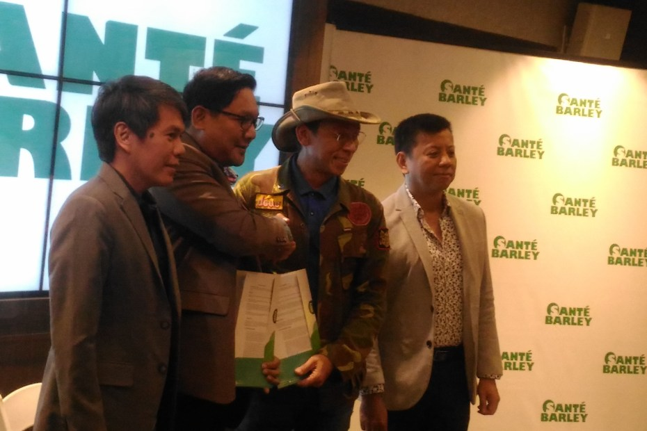 Kuya Kim renews partnership with Sante, known for its line of Sante Barley Products.