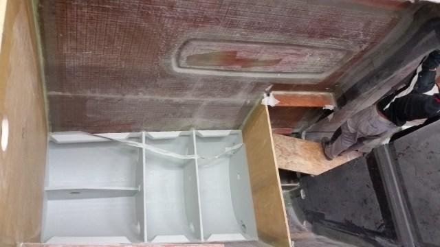 Floor reinforcing bulkheads