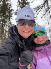 Véro et Alexandra en ski de fond au camp Dudemaine (1)