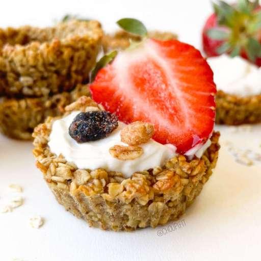 recette healthy et minceur de granola cup avec des flocons d'avoine, du miel et de la banane sans beurre