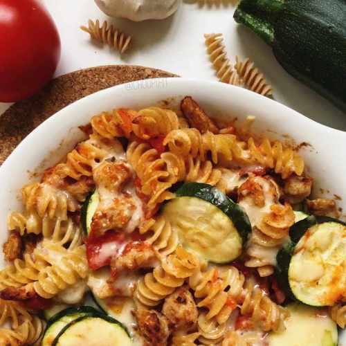 Gratin de pâtes healthy au poulet et sauce tomate