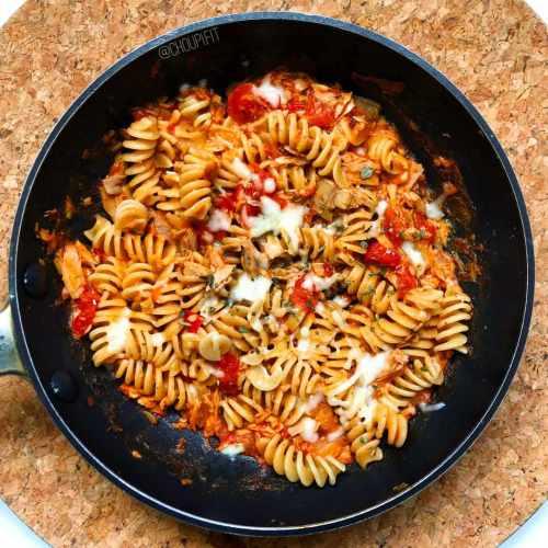 Pâtes au thon et sauce tomate crémeuse healthy