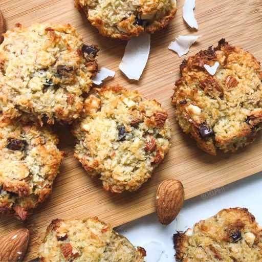 recette healthy et facile de cookies à la noix de coco, à l'amande et pépites de chocolat sans farine, sans beurre, sans lait, sans gluten et sans lactose