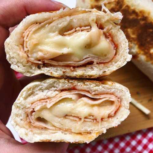Pain à la poêle façon stromboli au jambon et fromage
