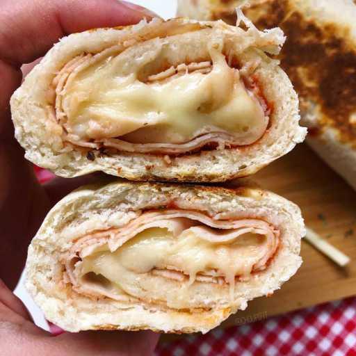 recette healthy et allégée de pain à la poêle façon stromboli au jambon et au fromage