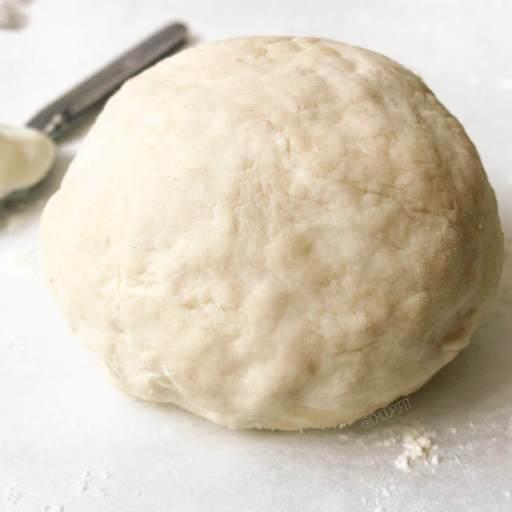recette healthy et légère de pâte à quiche à base de fromage blanc sans beurre et sans oeuf