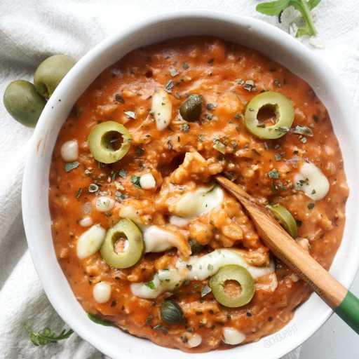 recette healthy et végétarienne de porridge salé à la sauce tomate et au fromage façon pizza