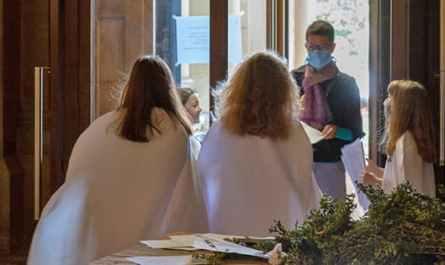 Accueil des messes par les servantes à Saint-Ambroise