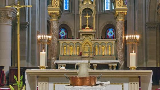 Préparation au baptême devant l'autel de Saint-Ambroise