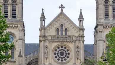 Saint-Ambroise, Rosace vue extérieure, façade principale, horaires