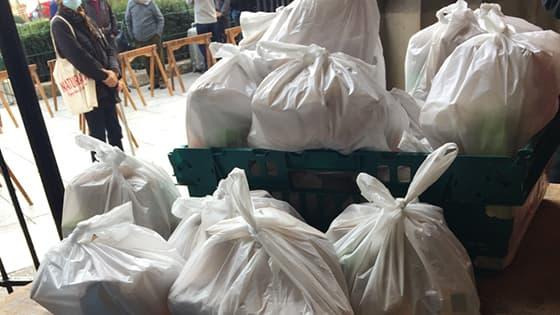 Distribution de repas des sœurs de mère Teresa à Paris