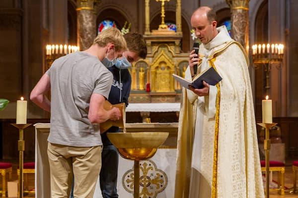 Eau baptismale