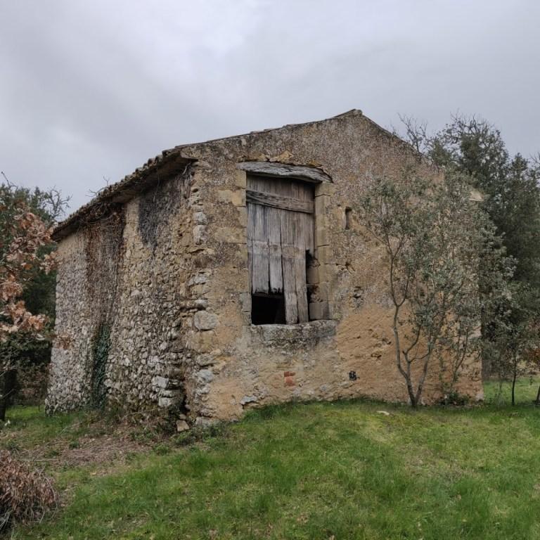 """Vue de la façade nord d'une ancienne bergerie du Domaine surnommée """"La Porquetière"""""""