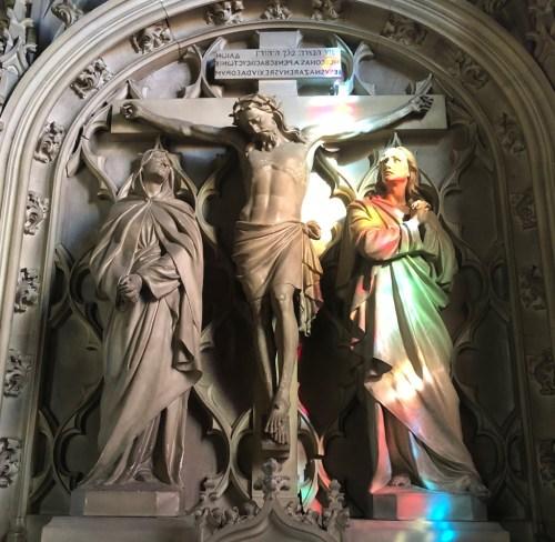 autel du calvaire illuminé d'une beau rayon de soleil