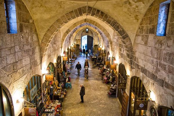 Un marché couvert du 16e siècle