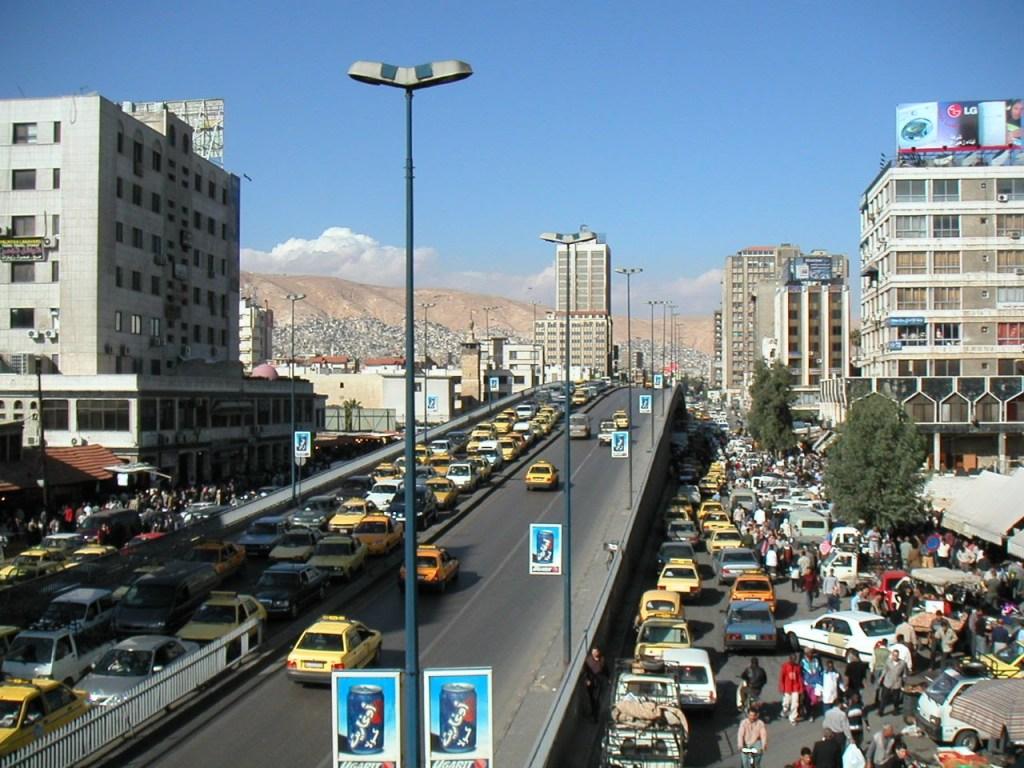 Une grande avenue