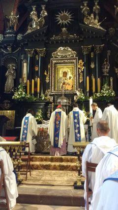 Messe devant la vierge noire