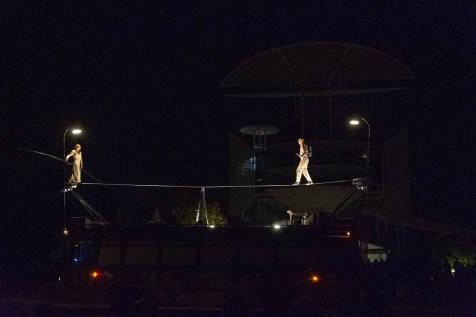 """Le spectacle """"Funambus"""", samedi soir sur la place Jules-Ferry."""