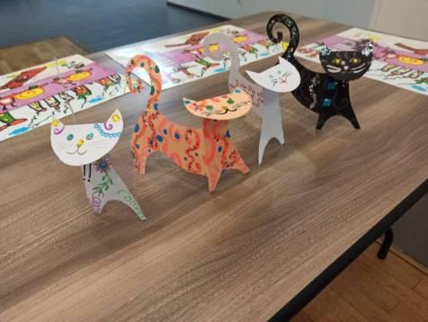 Lors des 2 ateliers qui se sont déroulés à l'Espace François-Mitterrans à cause de la pluie, les enfants ont réalisé des chats et des voitures miniatures.