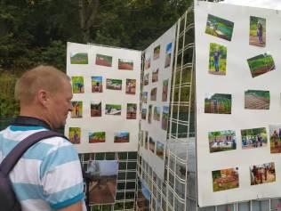 Une exposition des photographies réalisées par Hervé Legrix tout au long de l'aménagement des jardins était présentée pour l'inauguration.