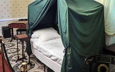 Napoleon's bed in Longwood House [Saint Helena Island Info:Longwood House]