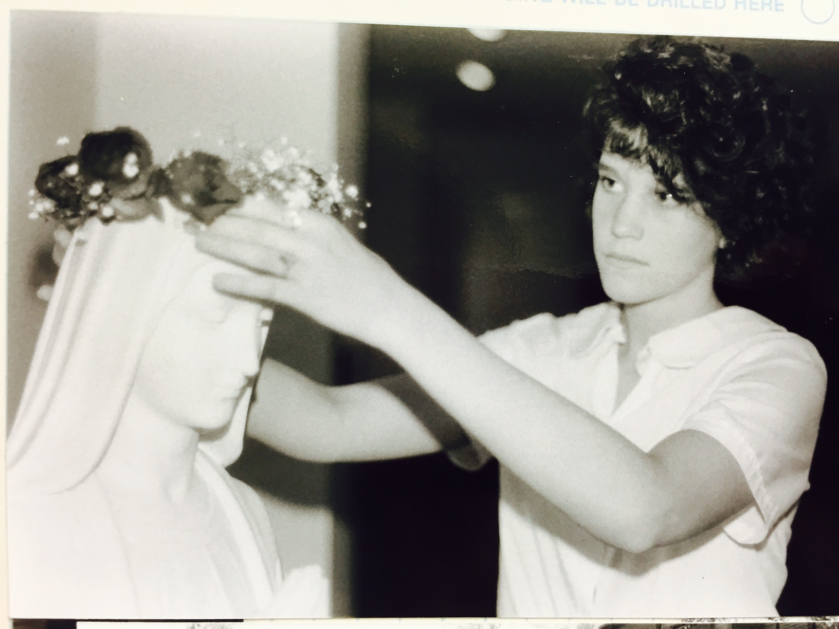Dee Dee's sister crowning Mary