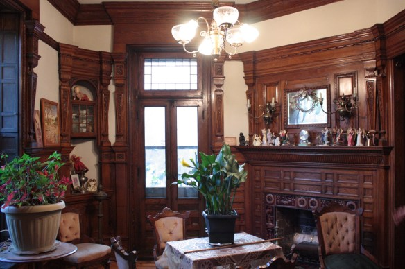 The original oak woodwork in the parlor remains in pristine condition more than 150 years after construction.