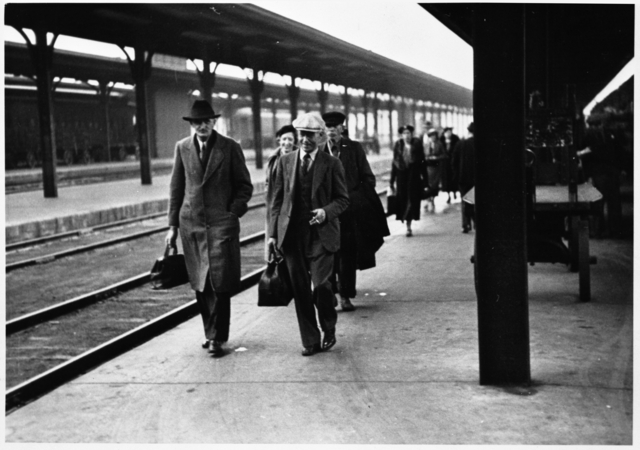 Passengers on one of the Union Depot platforms. Photo courtesy Minnesota Historical Society.