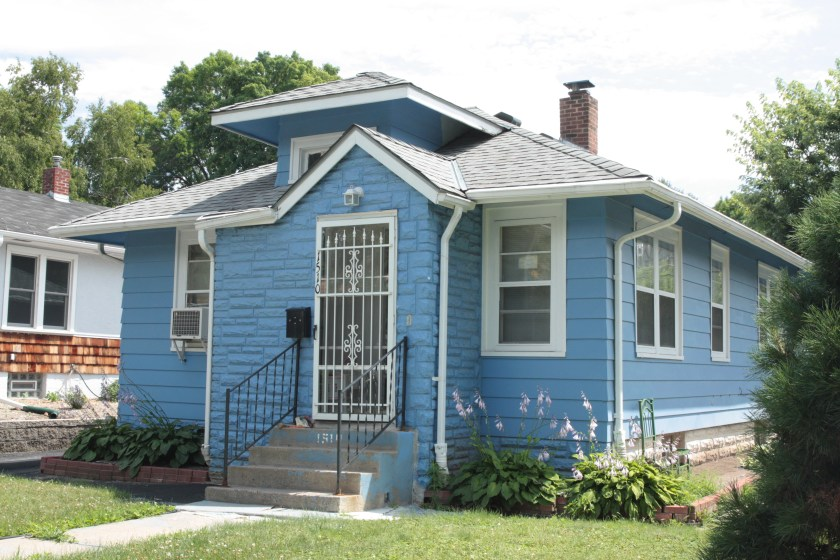 Just two doors to the west, 1506 Carroll (far left) is at sidewalk/street level, as is the unabashedly blue 1510.